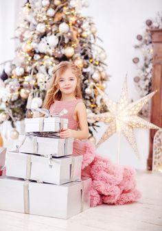 Christmas Couple, Christmas Scenes, Christmas Minis, Babies First Christmas, Pink Christmas, Christmas Photos, Merry Little Christmas, Xmas, Outdoor Christmas Photography