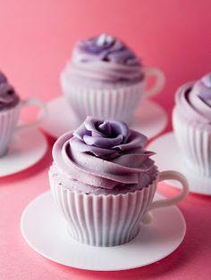 Los moldes que pondré en una vitrina y la receta exacta para que salgan 4 cupcakes  Chff. Alma Obregon / Objetivo: Cupcake Perfecto http://www.objetivocupcake.com/2011/06/los-moldes-que-pondre-en-una-vitrina-y.html