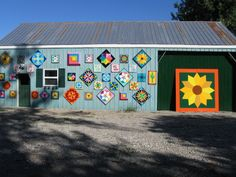 Ilderton, Ontario, Canada Barn Quilt Designs, Barn Quilt Patterns, Quilting Designs, Painted Barn Quilts, Barn Signs, Block Painting, Barn Art, Old Barns, Diy Projects To Try