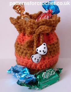 Free crochet pattern for little gift bag http://www.patternsforcrochet.co.uk/gift-bag-usa.html #patternsforcrochet #freecrochetpatterns