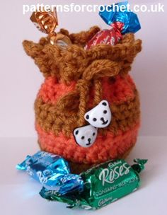 Free crochet pattern little gift bag usa