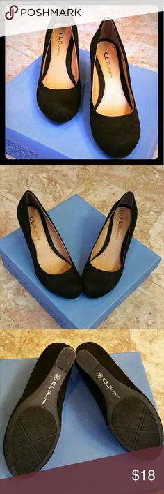 Classy Black wedge dress shoe Perfect condition, comfortable and only has scuff on bottom CL Laundry Shoes Wedges
