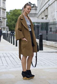 Esta   firma de zapatos con base en Londres es relativamente joven, fue creada en el año 2004 por la diseñadora finlandesa Julia Lundst...