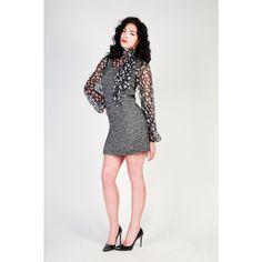 <p><br /> Dolce & Gabbana<br /><br /> - Le mixte de la laine et de la soie rend le look le plus élégant et offre aux vêtements d'hiver un touche de classe, plus de légèreté et d'insouciance<br /><br /> - Collection A/H<br /><br /> - Robe pour femme de laine, col rond, manches longues, top intérieure en soie, fermeture éclair arrière, doublé<br /><br /> - 100% MADE IN ITALY<br /><br /> - 30% SE 23% PC 19% WV