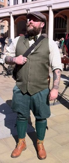 The amazing Tony Sylvester does a period look and does it well. Mens Plus Size Fashion, Big Men Fashion, Gents Fashion, Fashion Vintage, Plus Fours, Chubby Fashion, Preppy Men, Big Guys, Sharp Dressed Man