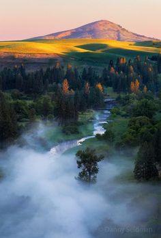 Sunrise over the Palouse, Washington, USA / Amazing Nature Scenery Beautiful World, Beautiful Places, Beautiful Pictures, All Nature, Amazing Nature, Places Around The World, Around The Worlds, Landscape Photography, Nature Photography
