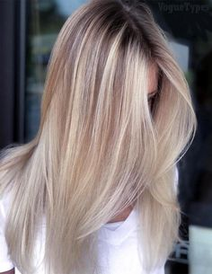 Gorgeous Blonde Balayage Hairstyles Trends for 2019 Are you looking the Fresh Look of Balayage hairstyle? Just Browse here and see the Most Recent Hairstyle Ideas of Balayage Hair. Just try it and enhance your beauty. Ash Blonde Hair, Balayage Hair Blonde, Blonde Ombre, Balayage Hairstyle, Haircolor, Ice Blonde, Hair Color Highlights, Ombre Hair Color, Colored Hair