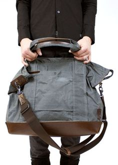 Weekend Designer shares a tutorial and pattern for making this roomy bag perfect for toting along on your next getaway.