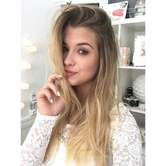 Marie, encore une fois, with white nails Enjoy Phenix, Makeup Goals, Celebrity Photos, My Idol, Youtubers, Blonde Hair, Cool Style, Hair Makeup, Long Hair Styles