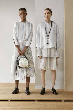 Jil Sander Resort 2019 Fashion Show Collection: See the complete Jil Sander Resort 2019 collection. Look 8 Today's Fashion Trends, Current Fashion Trends, Fashion Tips, Fashion Design, Fashion Websites, Fashion Stores, Classy Fashion, Fashion Fashion, High Fashion