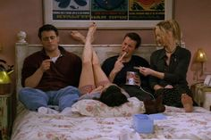"""""""Friends"""" is actually the best show ever, but that doesn't mean it was completely perfect. Check out these """"Friends"""" errors that left all puzzled as hell. Friends Tv Show, Tv: Friends, Serie Friends, Friends Cast, Friends Moments, Friends Forever, Funny Friends, Chandler Friends, Phoebe Buffay"""