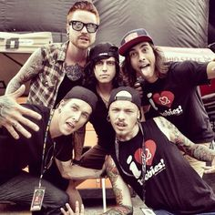 Matty Mullins, Vic Fuentes, Kellin Quinn, Justin Hills, & Ryan Neff (I love Kellin's face in this) >3