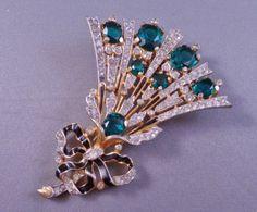 Vintage-TRIFARI-Empress-Eugenie-Flower-Spray-Clip-Brooch-w-Rhinestones-1940