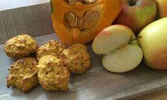 Diese Kürbis-Kekse sind ohne Zucker und werden nur mit Äpfeln gesüßt. Zusätzlich unterstützt der Kürbis den süßlichen Geschmack und gibt eine tolle Farbe.