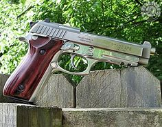 Manufacturer: Taurus Mod. PT 100 AFS Type - Tipo: Pistol Caliber - Calibre: 40 S&W Capacity - Capacidade: 11 Shot Barrel length - Comp.Cano: 5 Weight - Peso: 2.13...