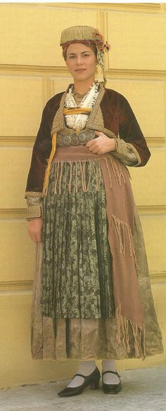 Νάουσα Ημαθίας(Δόρα Στράτου) Greek Costumes, Folk Clothing, Alexander The Great, Folk Costume, Historical Costume, Macedonia, People Around The World, Traditional Dresses, Beautiful People