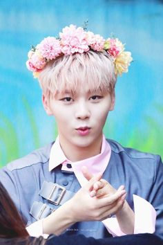 seungkwan seventeen flower crown boo 부 승관 세븐틴 Woozi, Wonwoo, Jeonghan, The8, K Pop, Pop Bands, Hip Hop, Fandom, Banda Kpop