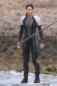 Jennifer Lawrence filming Katniss' platform scenes in Oahu! LOVING the arena suit!