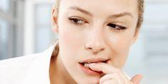 Não é raro encontrar alguém que tenha comportamento de roer as unhas. Aonicofagia – que é o hábito d...