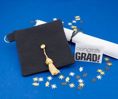 Sew this cute mortarboard cap for a gift holder and also a fun little pouch.
