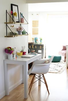 Small Homeoffice. In love with this chair!