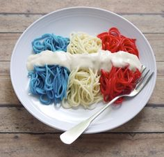 Patriotic Pasta: Use red and blue food dye to add color to pasta in this kid-friently, festive meal. - May do white and blue noodles with red sauce for Olympic dinner! Dinners For Kids, Dinner Recipes For Kids, Summer Recipes, Kids Meals, Holiday Recipes, Easy Recipes, Fourth Of July Food, July 4th, Blue Food