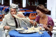 Auch das Spaghetti-Essen mit Rudi Carrell und Beatrice Richter hat urkomische Augenblicke.