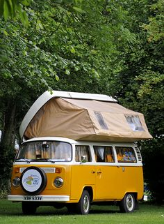VW Longleat Caravan Club Campsite This is Love! I amaziing one I really wanted :( ❤ Vw Caravan, Kombi Camper, Kombi Home, Campervan, Transporteur Volkswagen, T3 Vw, Volkswagen Transporter, Combi Vw T2, Combi Ww