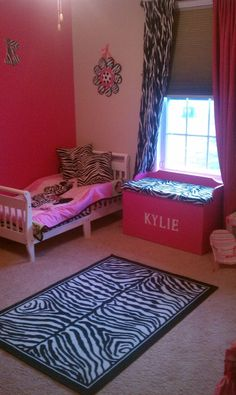 Would love Baileighs room like this.. :)