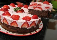 Joghurtos eper torta Jacque Pepin, What You Eat, Healthy Sweets, Relleno, Cake Cookies, Cookie Recipes, Cheesecake, Food And Drink, Strawberry