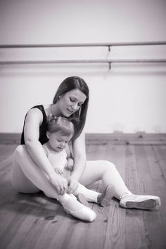 Mother and daughter dancing ballet Ballet Barre, Ballet Class, Ballet Dancers, Mother Daughter Photography, Barre Workout, Human Body, Latest Trends, Children, Ballet Fitness
