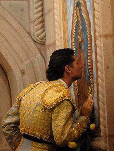 fervor guadalupano/ praying to the Virgen de Guadalupe