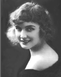 silent era, active She was the leading lady in many Charlie Chaplin movies. In a span of eight years, she appeared in over thirty films with Chaplin. Golden Age Of Hollywood, Classic Hollywood, Old Hollywood, Hollywood Glamour, Hollywood Stars, Silent Film Stars, Movie Stars, Child Actresses, Actors & Actresses