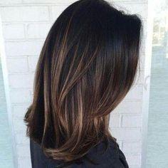 Balayage oscuro en pelo liso