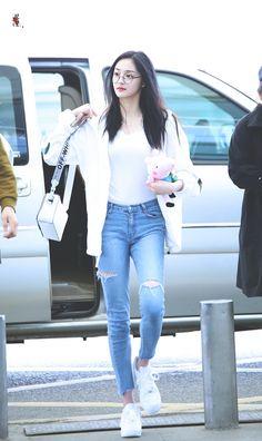 Winter korean kpop air port fashion – jessica airport fashion in 2019 Kpop Fashion Outfits, Blackpink Fashion, Fashion Idol, Ulzzang Fashion, Korea Fashion, Korean Outfits, Girl Outfits, Cute Outfits, Korean Airport Fashion