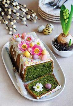 Przepis na zieloną babkę wielkanocną jest przeznaczony do osób, które cenią sobie niezwykłe ciasta. Delicious Desserts, Dessert Recipes, Food Decoration, Easter Table, Healthy Sweets, Pavlova, Easter Recipes, Cake Cookies, Catering