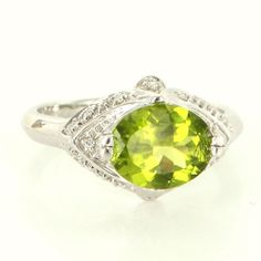 Estate 14 Karat White Gold Diamond Peridot Cocktail Ring Fine Jewelry Pre-Owned $495