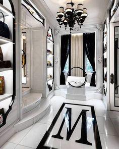 TOUR PABLO'S ESCOBAR ONCE OWNED MEXICAN MANSION INTERIOR DESIGN | mansion interior design, living room interior design, luxurious home #mansioninteriordesign #livingroominteriordesign #luxurioushome Discover more: https://brabbu.com/blog/2017/08/tour-pablos-escobar-owned-mexican-mansion-interior-design/