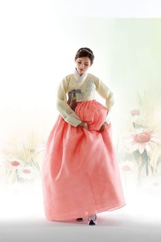 신부한복 235 Korean Traditional Clothes, Traditional Fashion, Traditional Dresses, Korean Hanbok, Korean Dress, Korean Outfits, Autumn In Korea, Culture Clothing, Dress Illustration