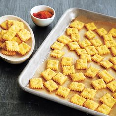 Skip the store-bought version and create your own cheesy snack crackers for afternoon snacking. Snacks To Make, Easy Snacks, Healthy Snacks, Recipes Appetizers And Snacks, Snack Recipes, Cooking Recipes, Cheese Snacks, Cheese Straws, Summer Snacks