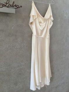 Maßschneiderung Boho Hollywood 20er Jahre Kleid hinten länger creme reine Seide http://www.wunsch-brautkleid.de/Hochzeitskleid-Massschneiderung-Elfenbein-groesse-40-Ungetragen-fuer-600euro-6025.html