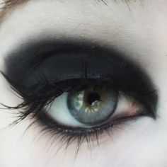 (Deep matte black) Part of the Concrete Minerals line of Pro Matte Eyeshadows, an entire line designed with color-lovers in mind! Built on a deluxe base, these matte shades offer superior adhesion and Gold Eyeshadow Palette, Mineral Eyeshadow, Glitter Eyeshadow, Makeup Inspo, Makeup Art, Beauty Makeup, Lip Makeup, Makeup Eyeshadow, Diy Beauty