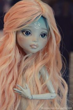 First time I've found a MH pretty. This face-up is beautiful and sweet! -- Monster High Repaint found via Flickr
