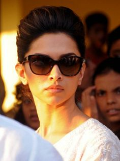 Deepika Padukone at Banganga crematorium for Bobby Chawla's funeral. #Bollywood