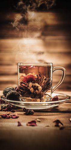 Perfect cup of bedtime tea,full of spices and fragrance. Coffee Time, Tea Time, Arte Bar, Pause Café, Food Backgrounds, Flower Tea, Tea Recipes, High Tea, Afternoon Tea