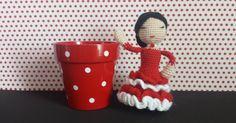 Hola a todos! Hoy os quiero presentar a mi Flamenca. Me encanta esta muñequita, combina dos de mis aficiones, el flamenco y los am...
