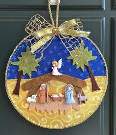 Nativity with buttons Nativity Ornaments, Nativity Crafts, Ornament Crafts, Felt Crafts, Holiday Crafts, Felt Christmas Decorations, Felt Christmas Ornaments, Christmas Nativity, Christmas Time