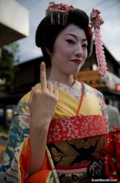 geisha with 'tude