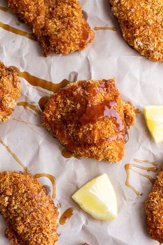 your best recipes: Oven-Fried Southern Chicken With Sweet Honey Bourbon Sauce. Pollo Y Waffles, Chicken And Waffles, Honey Bourbon, Bourbon Sauce, Oven Fried Chicken, Fried Chicken Recipes, Crispy Chicken, Churchill Downs, Kentucky Derby Food