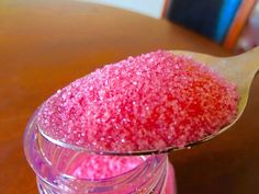 Easy edible glitter recipe that will make your desserts look like they belong on the red carpet right next to Jennifer Lawrence.
